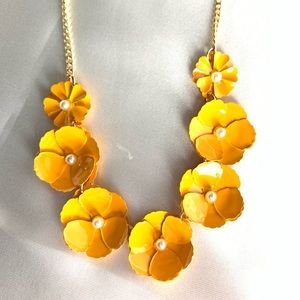 NEW‼️Charming Charlie yellow+gold  floral necklace
